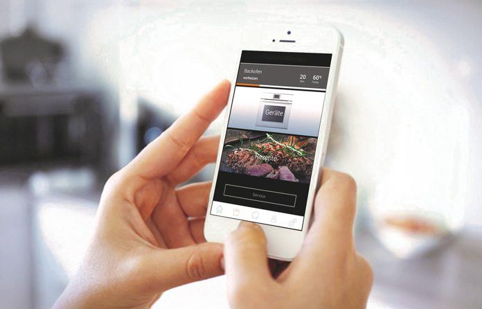 WiFi-fähiges Modell mit TFT-Farbdisplay für eine intuitive Bedienung. Via App lässt sich der Einbau-Backofen auch aus der Ferne steuern. Bei Auswahl eines Rezeptes über die Suchfunktion werden die richtigen Programmeinstellungen dann per Fingertipp direkt an das Gerät gesendet. (Foto: AMK)