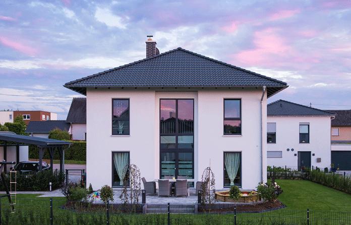 Die richtige Fensterplanung sorgt im Haus für Tageslicht und passendes Wohnklima. (Foto: FingerHaus)