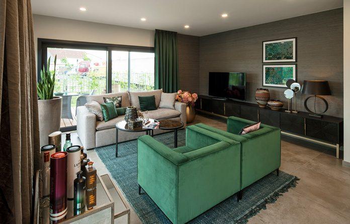 Das Wohnzimmer wird immer individueller eingerichtet, es wird zum persönlichen Entspannungsraum innerhalb der Wohnung. (Foto: FingerHaus)