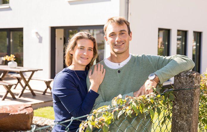 Die Stadtvilla ist ein Zuhause für die bald größer werdende Familie Fritsch: Sohn Paul (6) und Tochter Luise (3) können sich bald über eine kleine Schwester freuen. (Foto: FingerHaus)