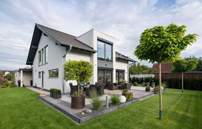 Zweites Traumhaus nach Maß: Die Besitzer dieses frei geplanten Hauses haben bereits zum zweiten Mal mit FingerHaus gebaut. (Foto: FingerHaus)