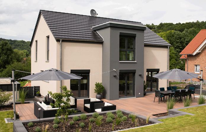 Fertighausbau: Bauherren empfinden Schöpferstolz nach einer erfolgreichen Hauskonfiguration. (Foto: Fingerhaus)