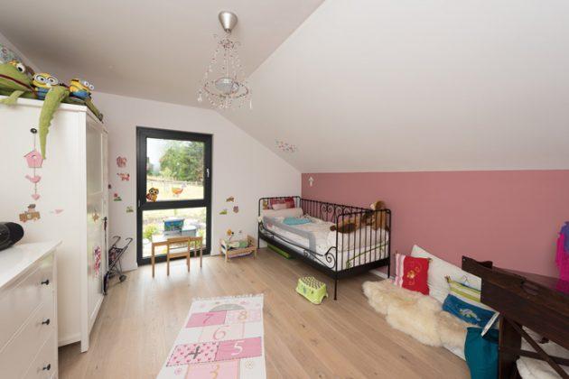 Kreativzone: Das ist eines der beiden Kinderzimmer und Tochter Lenis Reich. (Foto: FingerHaus)