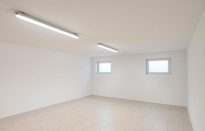 Die Fenster im Keller sollten täglich zum Lüften geöffnet werden. (Foto: FingerHaus)