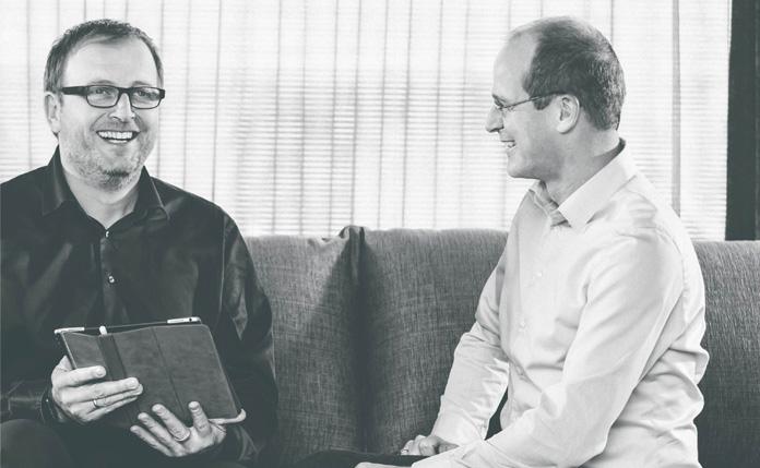 Lebensqualität - Klaus Cronau (links) und Dr. Mathias Schäfer (rechts) – die beiden Geschäftsführer von FingerHaus – über die Unternehmensphilosophie »Qualitätleben«. (Foto: FingerHaus)