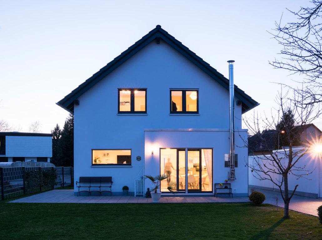 Das neue Zuhause der Tegges: Ein Neo von FingerHaus, dank individueller Kniestockerhöhung mit 165 Quadratmeter Wohnfläche. (Foto: FingerHaus)