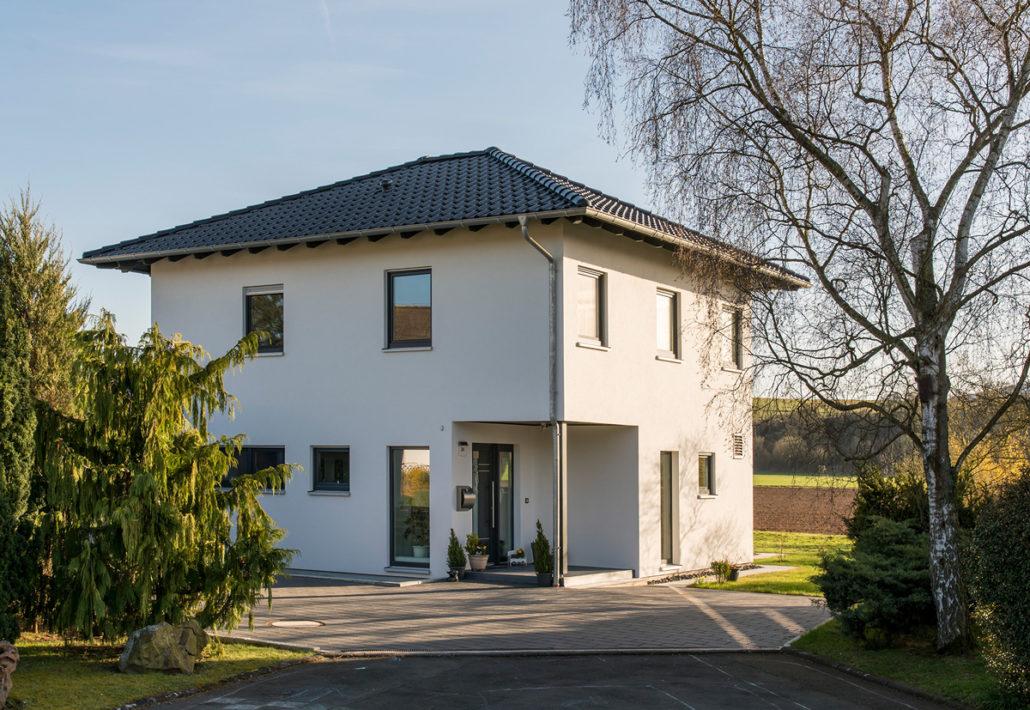 Das neue Zuhause der Nussers: Ein MEDLEY von FingerHaus mit extragroßem Erdgeschoss, 181 m² Wohnfläche und herrlichem Garten. (Foto: FingerHaus)
