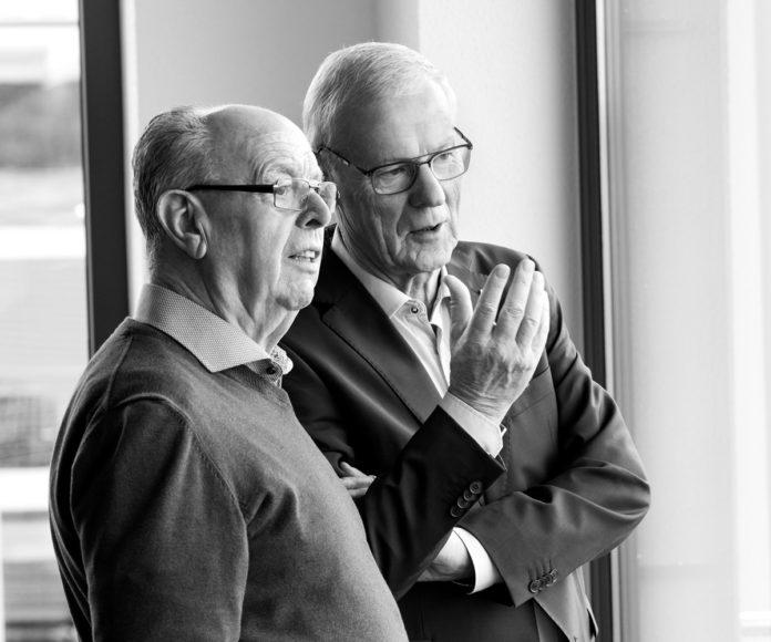 Hans-Adam Ochse, Firmeneintritt 1964, Prokurist ab 1974, Technische Geschäftsführung FingerHaus von 1984 bis 2006, Willi Schäfer, Firmeneintritt 1968, Prokurist ab 1984, Kaufmännische Geschäftsführung FingerHaus von 1990 bis 2011 (Foto: FingerHaus)
