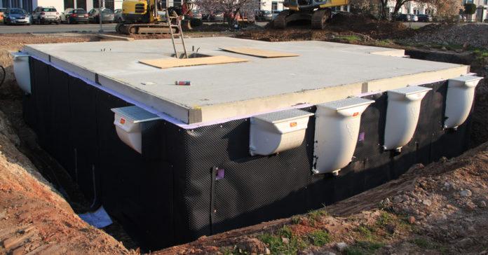 Steht der Keller fertig betoniert und gedämmt in der Baugrube, sollten Bauherren mindestens sieben bis zehn Tage Geduld aufbringen, ehe die nächsten Arbeitsschritte folgen. (Foto: FingerHaus)