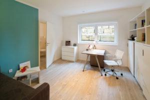Räume im Keller lassen sich bei entsprechender Belichtung gut als Wohn- und Arbeitsflächen nutzen. (Foto: FingerHaus)