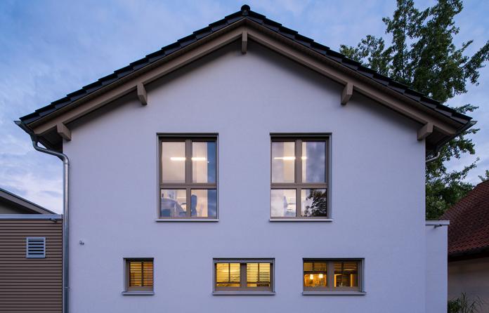 Holz, Kunststoff, Aluminium – beim Material für Fensterrahmen ist für jeden etwas dabei. (Foto: FingerHaus)