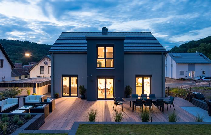 Energie sparen - Ein energieeffizientes Fertighaus bietet Unabhängigkeit und Zukunftssicherheit. (Foto: FingerHaus)