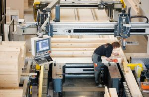 Im Werk wird unter modernsten Bedingungen mit höchster Präzision gearbeitet. (Foto: FingerHaus)