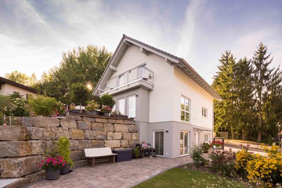 Ein Fertigkeller bedeutet mehr Wohnraum auf gleichbleibender Grundfläche. (Foto: FingerHaus)