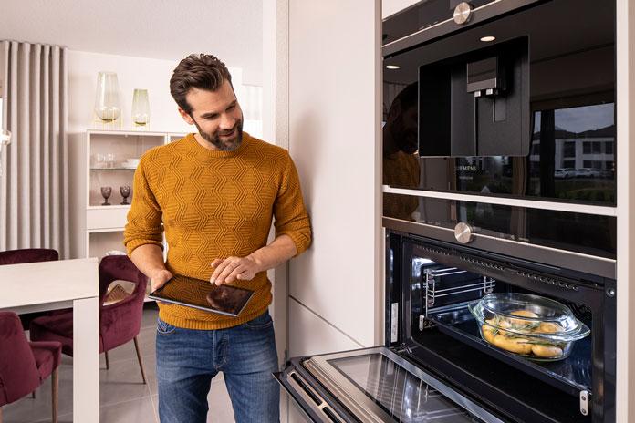 Innovative Hausgeräte gehören in jede moderne Küche. (Foto: FingerHaus)