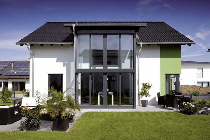 Große Fenster bringen mehr Licht ins Haus. (Foto: FingerHaus)