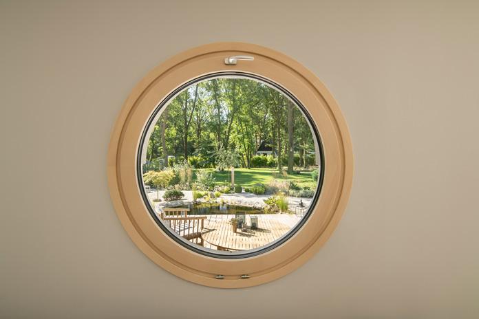 Die Rahmenmaterialien bei Fenstern sind vielfältig. (Foto: FingerHaus)