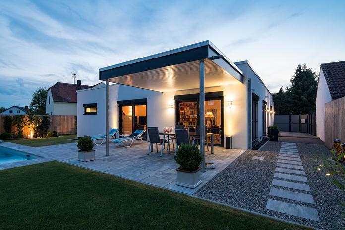 Kompakthaus: Ein kleiner Bungalow ist das perfekte Zuhause für Zwei. (Foto: FingerHaus)